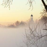 Над туманным покрывалом :: Владимир Миронов