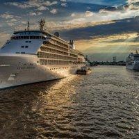 В нашу гавань заходили корабли :: Valeriy Piterskiy