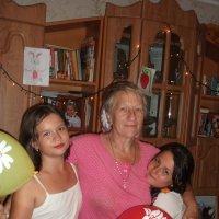 2 внучки и любимая бабуля :: Валерия