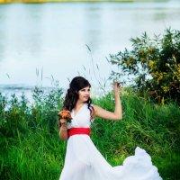 Девушка у реки :: Юлия Стельмах