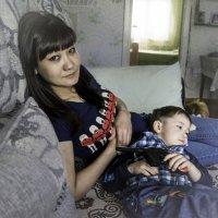 Устал, отдыхает у мамы на коленях! :: Ирина Антоновна