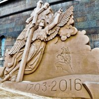 *АНГЕЛ ПЕТРОПАВЛОВСКОГО  СОБОРА. Песчаные скульптуры Петропавловской крепости. :: Виктор Елисеев