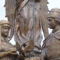 Фрагмент памятника святым Петру и Февронии :: Наиля