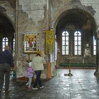 Внутри гарнизонного храма Брестской крепости :: leo yagonen