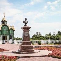 Бюст Николаю || и святой источник Святителя Питирима на набережной Тамбова. :: Александр Селезнев
