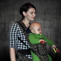 Молодая мама с ребенком :: Клара