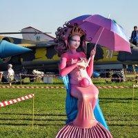 Авиафестиваль в Коротиче. И самолёты там русалки охраняют... :: Александр Резуненко
