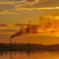 Закат над прибрежным городком :: Сергей Тагиров