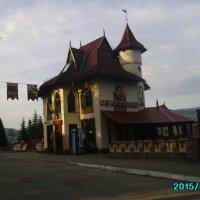 Ресторан  и   магазин  в   Ворохте :: Андрей  Васильевич Коляскин