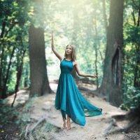 Девушка в платье :: София Чацкая