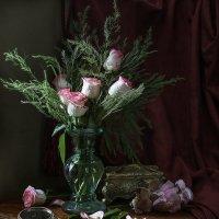 Розовые розы и Розочка :: Татьяна Карачкова