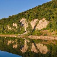 Скалистый берег реки Белой :: Сергей Тагиров