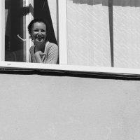 Эта девушка в окне. :: Larisa Gavlovskaya