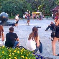 Про маленький концерт у большого мяча... :: Александр Резуненко