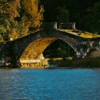 Горбатый мост :: Роман