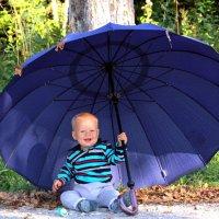 Малыш с зонтиком :: Екатерина Валенчиц