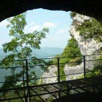 Вид из пещеры. :: Надежда