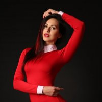 Девушка в Красном... :: Светлана Курцева