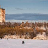 Дом с трубой и церковь... :: Владимир Безбородов