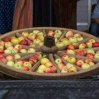 Apfelrad (Яблочное колесо) :: Eugen Pracht