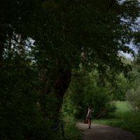 девочка в парке :: Ilya Malyshev