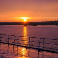 Закат с верхней палубы теплохода :: Сергей Тагиров