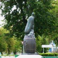 Памятник Огурцу в Луховицах :: Galina Leskova