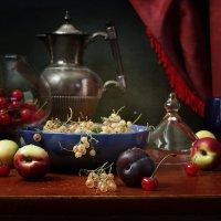 Белая смородина и вишня :: Карачкова Татьяна