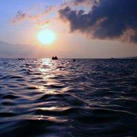 Пусть море останется морем всегда, пусть плещет, играет, искрится вода ... :: Евгений Юрков