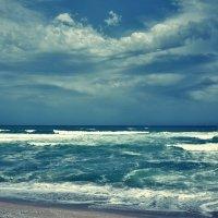 Морские волны сбегаются к берегу :: Swetlana V