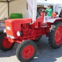Красный трактор :: Дмитрий Никитин