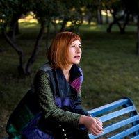 Девушка в парке :: Sergey Miroshnichenko