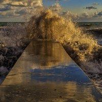 И волны черные до неба достают... :: Андрей Дворников