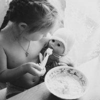 Кормление кукольных младенцев :: Юлия Полуэктова