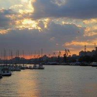Середина сентября, закат в ростовском порте :: Леонид