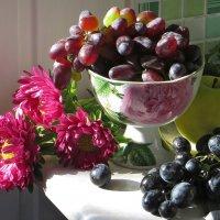 Натюрморт с виноградом :: Татьяна Смоляниченко