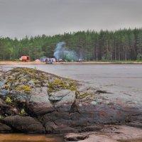 Туристы на берегу Онего :: Валерий Талашов