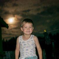 Сентябрьский холодный вечер, Кирюшка закаляется))) после баньки! :: Ирина Антоновна