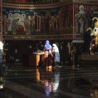 В храме... :: Владимир Хиль