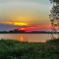 Рассвет над озером :: Андрей Кузнецов