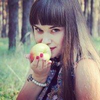 Молодильное яблочко :: Галина Фуникова