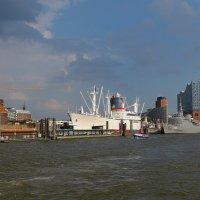 Hamburg. Elbphilarminie & CAP SAN DIEGO :: Nina Yudicheva