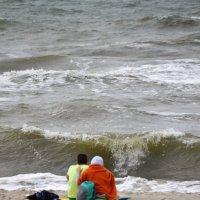 Щекочет пятки морская волна, в душе полное умиротворение... :: Сергей Крошин