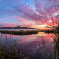 Запылал закат над гладью реки. :: Фёдор. Лашков