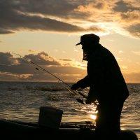 Закатный рыбак :: Николай Казаков
