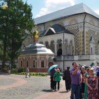 вид на Михеевскую церковь и вход в трапезные палаты :: Галина R...