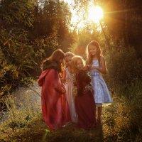 Девочки в лесу :: Юлия Мухина