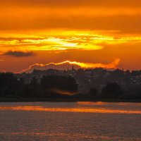 Закат на реке :: Сергей Тагиров