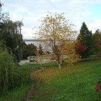 Осень на набережной Волги :: марина ковшова