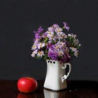 С яблоком :: Наталья Джикидзе (Берёзина)